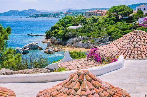 panorama con spiaggia in Sardegna