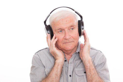 signore anziano durante un esame impedenzometrico