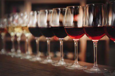Bicchieri de vino per gli amici
