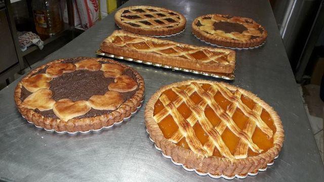 cinque crostate di diversi gusti