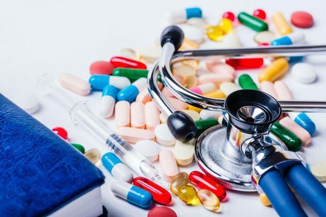 delle pillole,pastiglie e uno stetoscopio