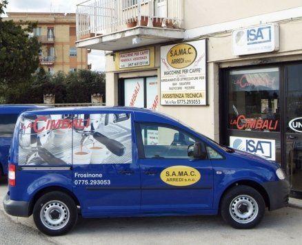 camioncino blu azienda S.A.MA.C