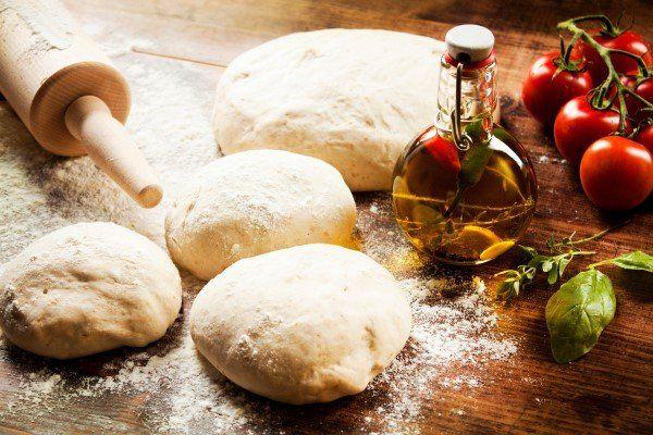 ingredienti per la preparazione di una pizza