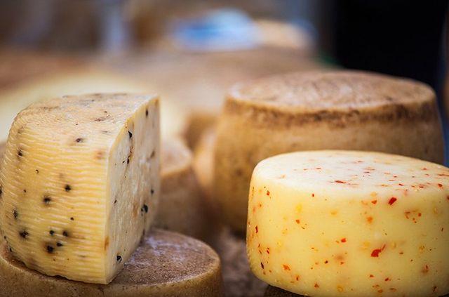 delle forme di formaggio