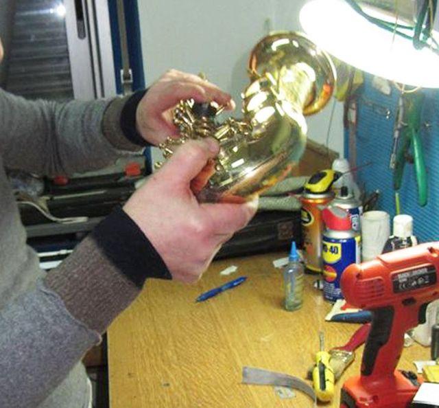 SAXMACHINE lavora per il perfetto funzionamento degli strumenti a fiato e per il mantenimento del loro fascino nel tempo.