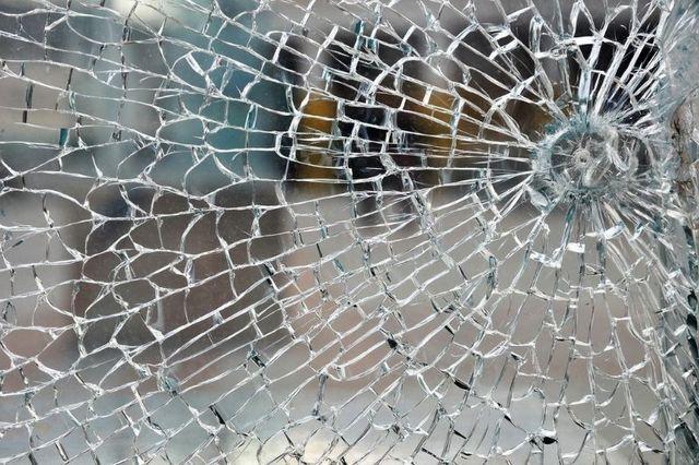 Image of window needing glass repair in Wisconsin Rapids