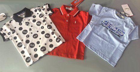ampio assortimento di abbigliamento per bambini
