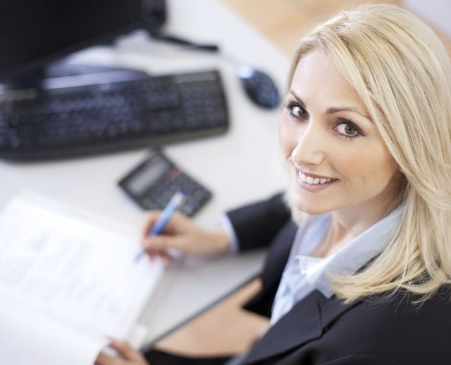 Woman providing accounting services in Hamilton, OH