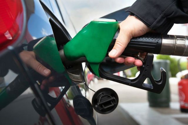 facendo benzina