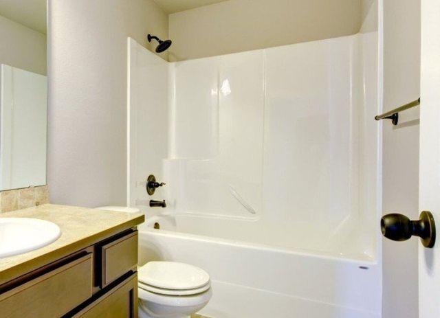 Bathtub Refinishing Amp Reglazing Services Milwaukee Wi