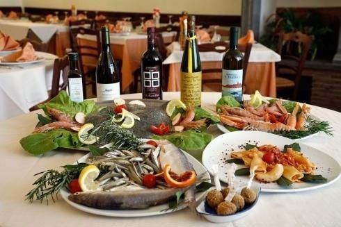 Antipasti: Insalata di mare, Cocktail di gamberi,Affettati di mare,Antipasto all'italiana