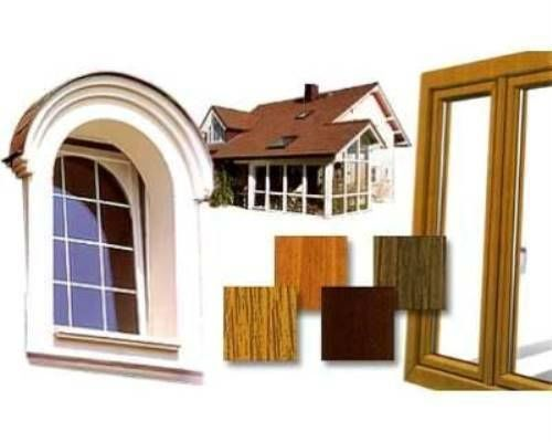 Casa, finestre e legni di colori