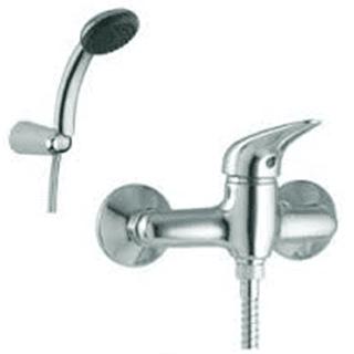 una doccia e un miscelatore