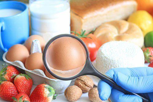 Effettuiamo test allergometrici, in particolare test citotossici e immunomediati, con i quali accertare la presenza o meno di allergie o intolleranze alimentari.