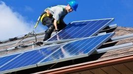 Montando pannelli  fotovoltaici