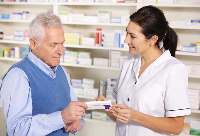 American pharmacist serving senior man