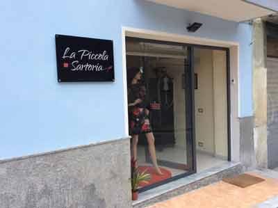 vetrina del negozio La Piccola Sartoria
