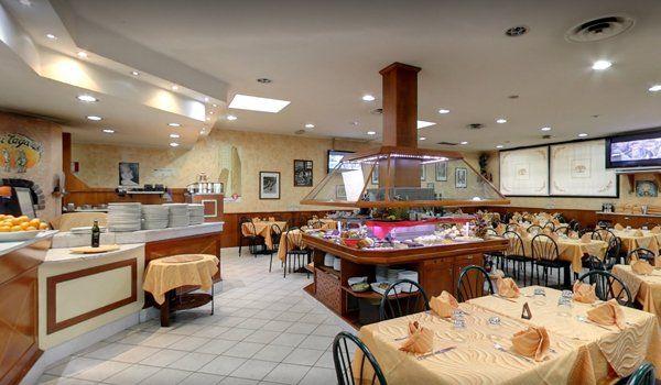 la sala da pranzo di un ristorante