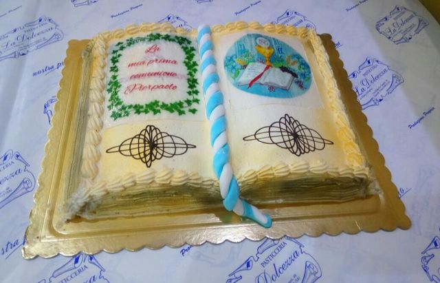 Torta personalizzata, a forma di bibbia, torta comunione