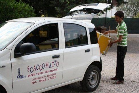 automobile destinata alle consegne a domicilio