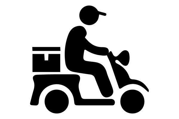 omino stilizzato su un motorino per la consegna delle pizze