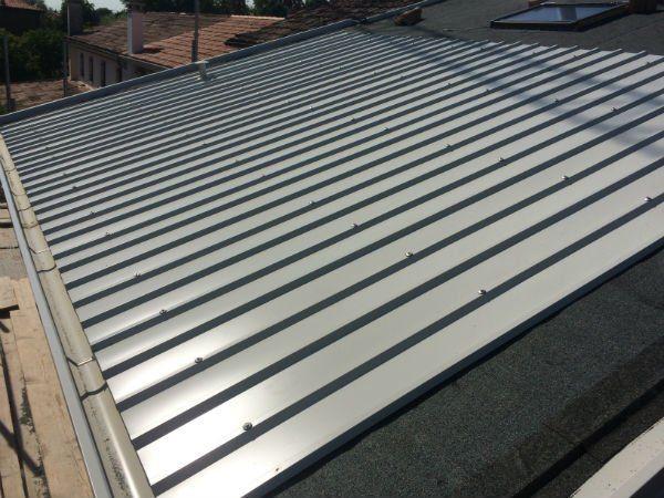 una copertura per tetti in metallo