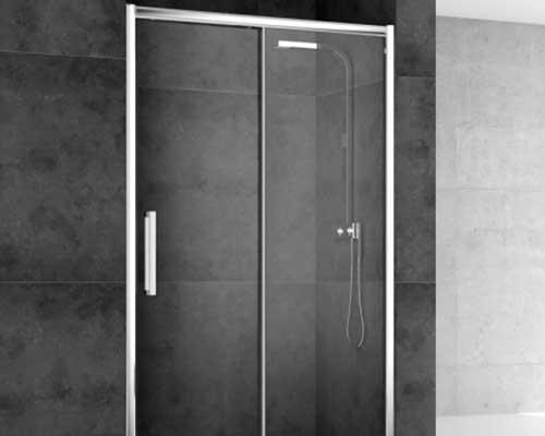 un box doccia con le porte a scrigno