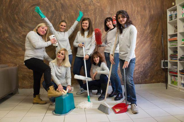 il team al femminile dell'impresa di pulizie