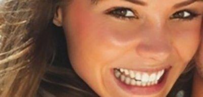ragazza con denti bianchi