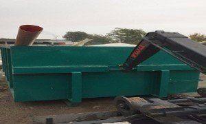 Camion per la raccolta dei rifiuti dei containers
