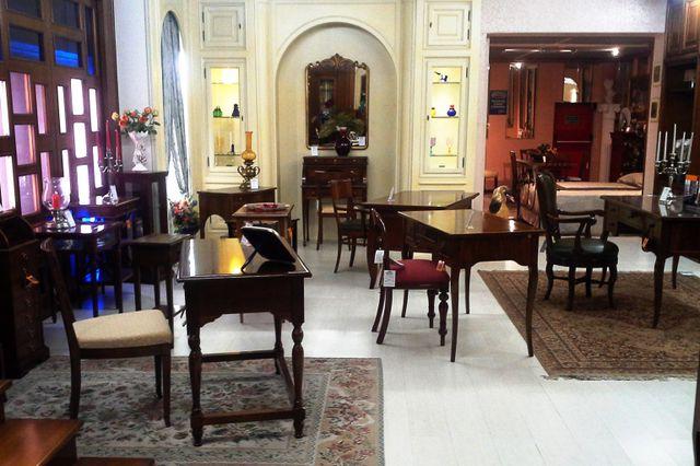 showroom con arredamento sedie e tavoli per interni