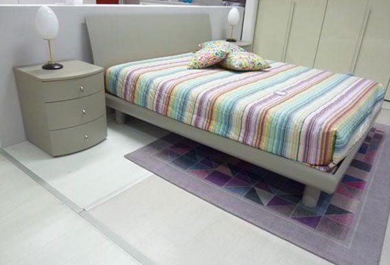 camera da letto con mobili -vista laterale