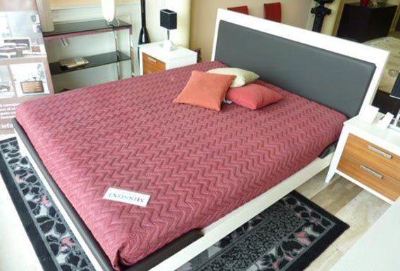 camera da letto moderno con arredamento