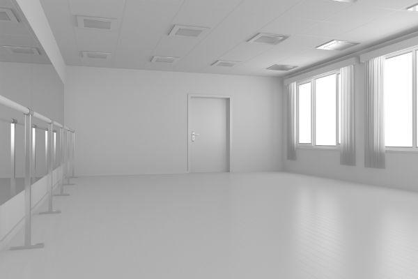 un'ampia stanza appena imbiancata