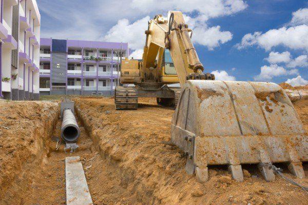 Escavatore per tubazioni