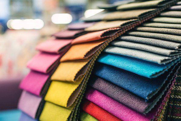 Campionario di colori di uno stesso tessuto