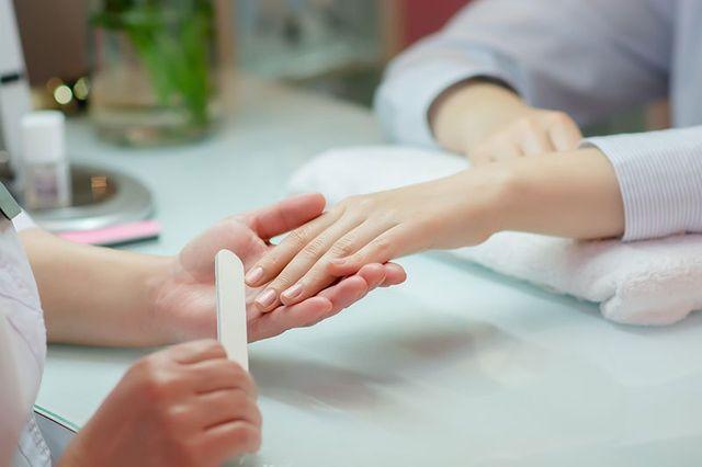 manicure e ricostruzione unghie a mira