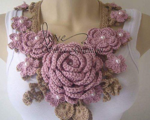 maglia con collana di rose a Jesolo, VE
