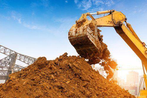scavare il terreno in cantiere