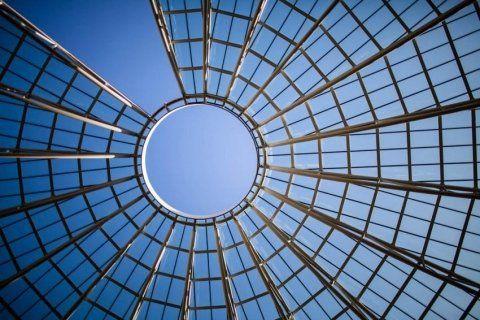 cupola di acciaio a cielo aperto