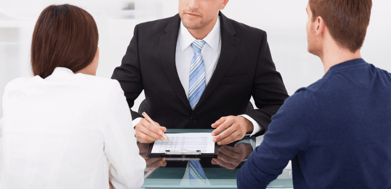 Coppia si consulta con un'avvocato a Thiene, VI