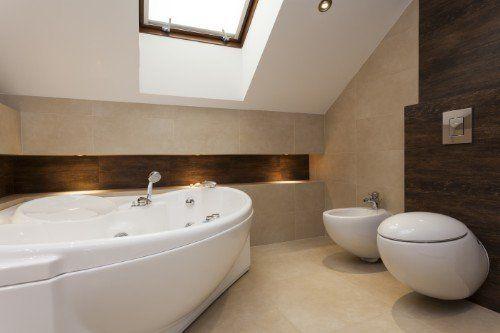 un bagno con sanitari di design