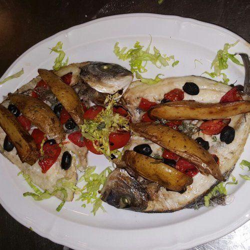 piatto di pesce alla griglia