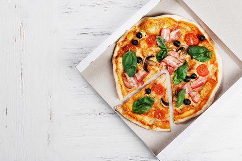 pizza in un cartone