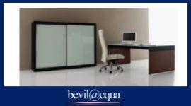 Tavola, sedia e armadio per ufficio