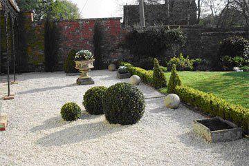 garden maintenance - Evesham - Castle Acre - weeding