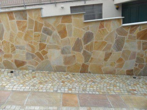 Pavimento e muraglione rivestiti in pietra di luserna