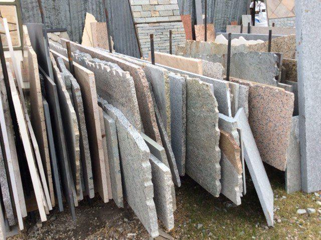 Lastre in pietra lavorate