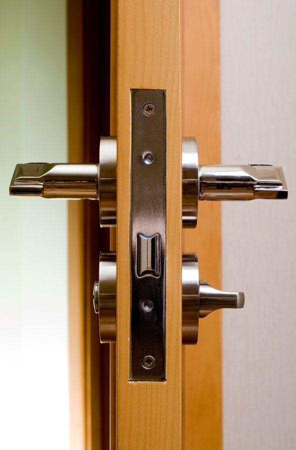 La ditta garantisce il servizio di apertura porte h24.
