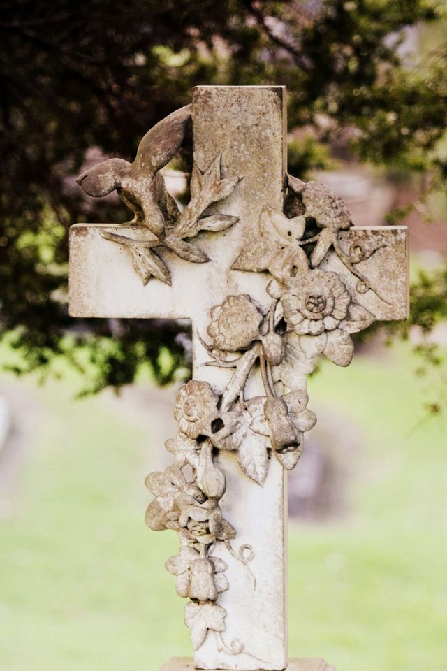 How to Plan a Graveside Service   Step-by-Step Guide